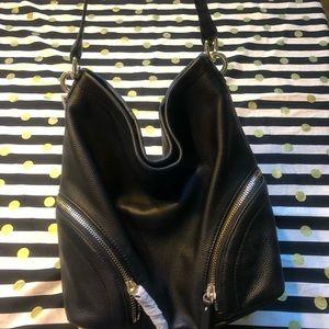 Vince Camuto Bags - NWT Vince Camuto Black Leather Jeri Hobo Purse
